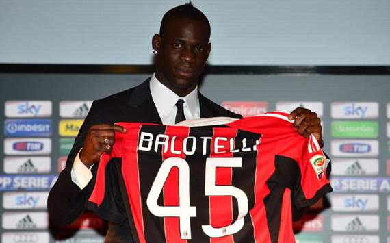 Balotelli, presentado en Miln, hace 'un Mourinho' con The Sun