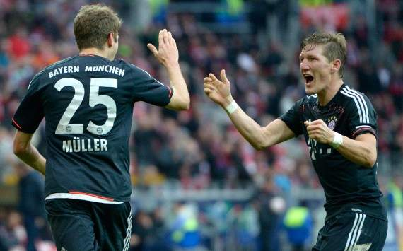Germany: FSV Mainz 05 - Bayern Munich, Thomas Mueller and Bastian Schweinsteiger celebrate