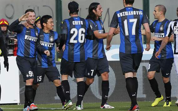 Inter celebrating vs Siena 