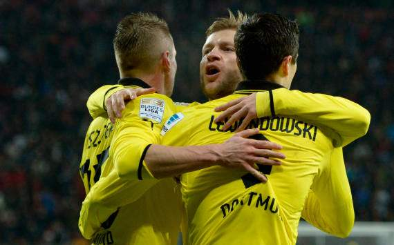 Dortmund celebrates against Leverkusen