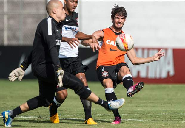 Pato scores on Corinthians debut