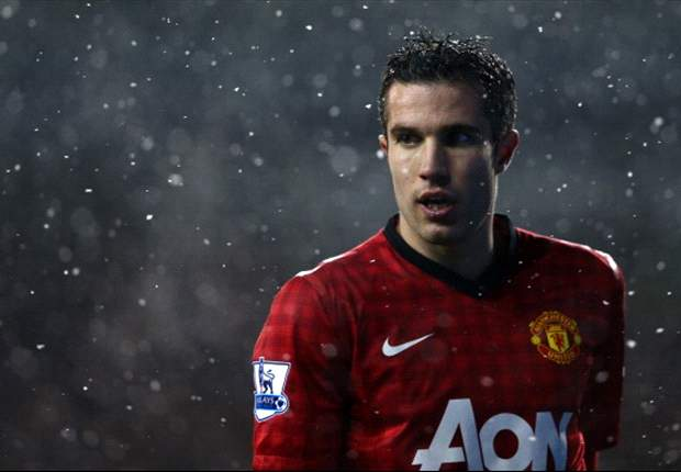 Robin van Persie injury concern for Manchester United as striker substituted before half-time