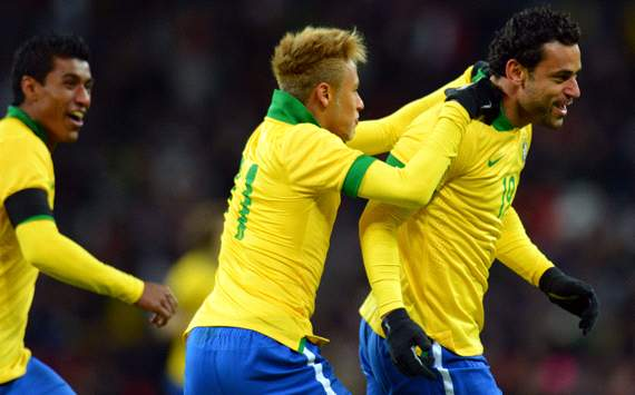 Fred: Neymar should stay in Brazil