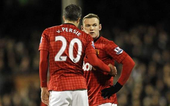 TEAM NEWS: Rooney & Van Persie start for Manchester United against Reading