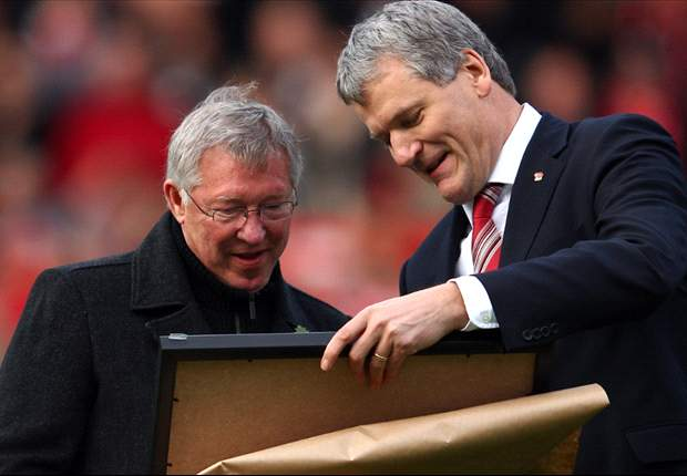 Sir Alex Ferguson backs David Gill for success at Uefa