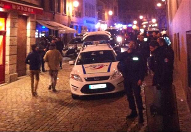 Tottenham fans attacked in Lyon bar