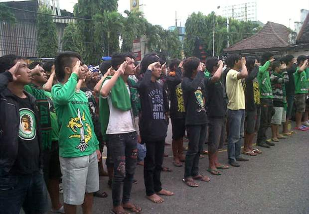 Police arrests 146 die-hard Persebaya Surabaya fans for vandalism