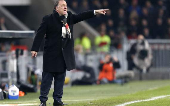 Advocaat geeft zich gewonnen in titelstrijd
