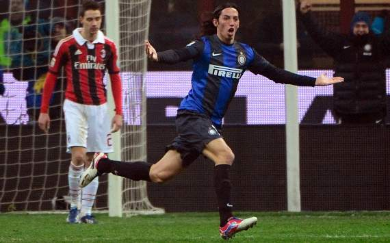 Ezequiel Schelotto (Inter) celebrates his goal against Ac Milan