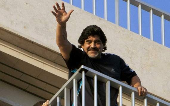Maradona: Pele says stupid things when he takes the wrong pills