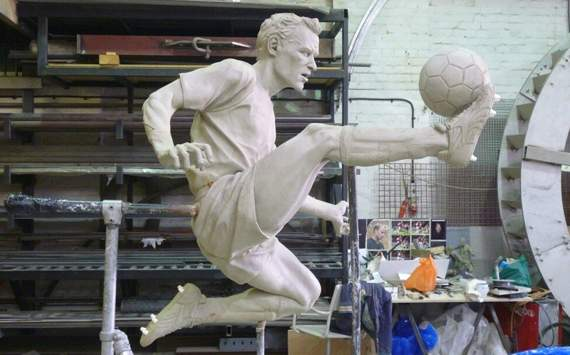 Extra Time: Arsenal statue on the way for Bergkamp?