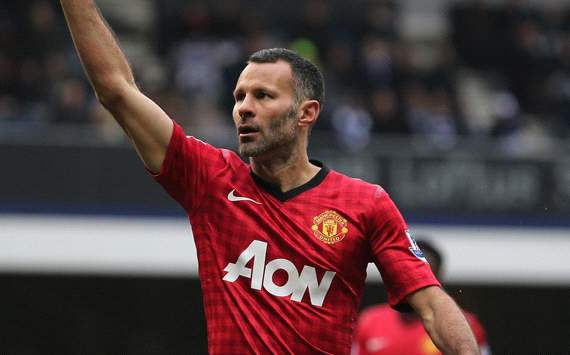 Giggs agrees new one-year Manchester United deal