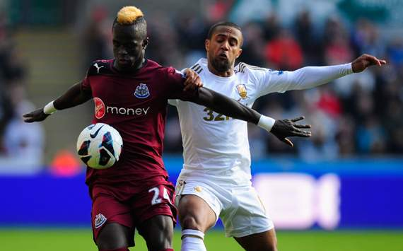 EPL - Swansea City vs Newcastle United, Wayne Routledge & Cheick Tiote