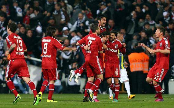 STSL: Besiktas players celebrating a goal