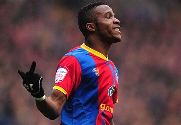 Manchester United loan star Zaha apologises for showing Leeds fans middle finger