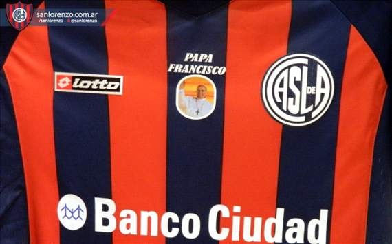 Extra Time: San Lorenzo play in Pope shirts