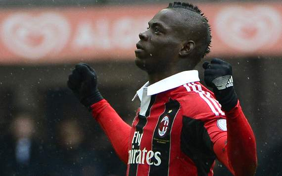 Balotelli banishes Barcelona blues as AC Milan continue Champions League charge