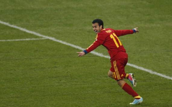 Pedro the hero against 10-man Bleus