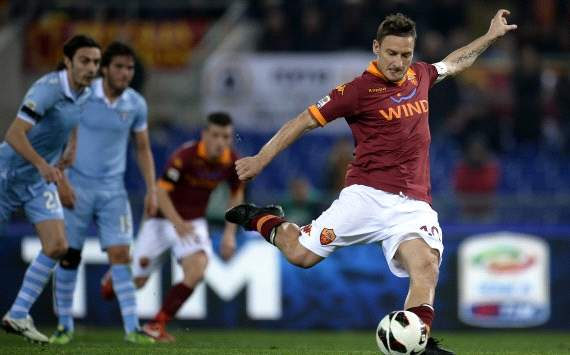 Francesco Totti scores his goal during As Roma-Lazio