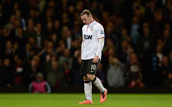 Rooney booed during Man United title parade