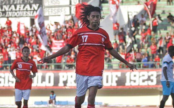Suporter Talangi Gaji Pemain Persis PT LPIS