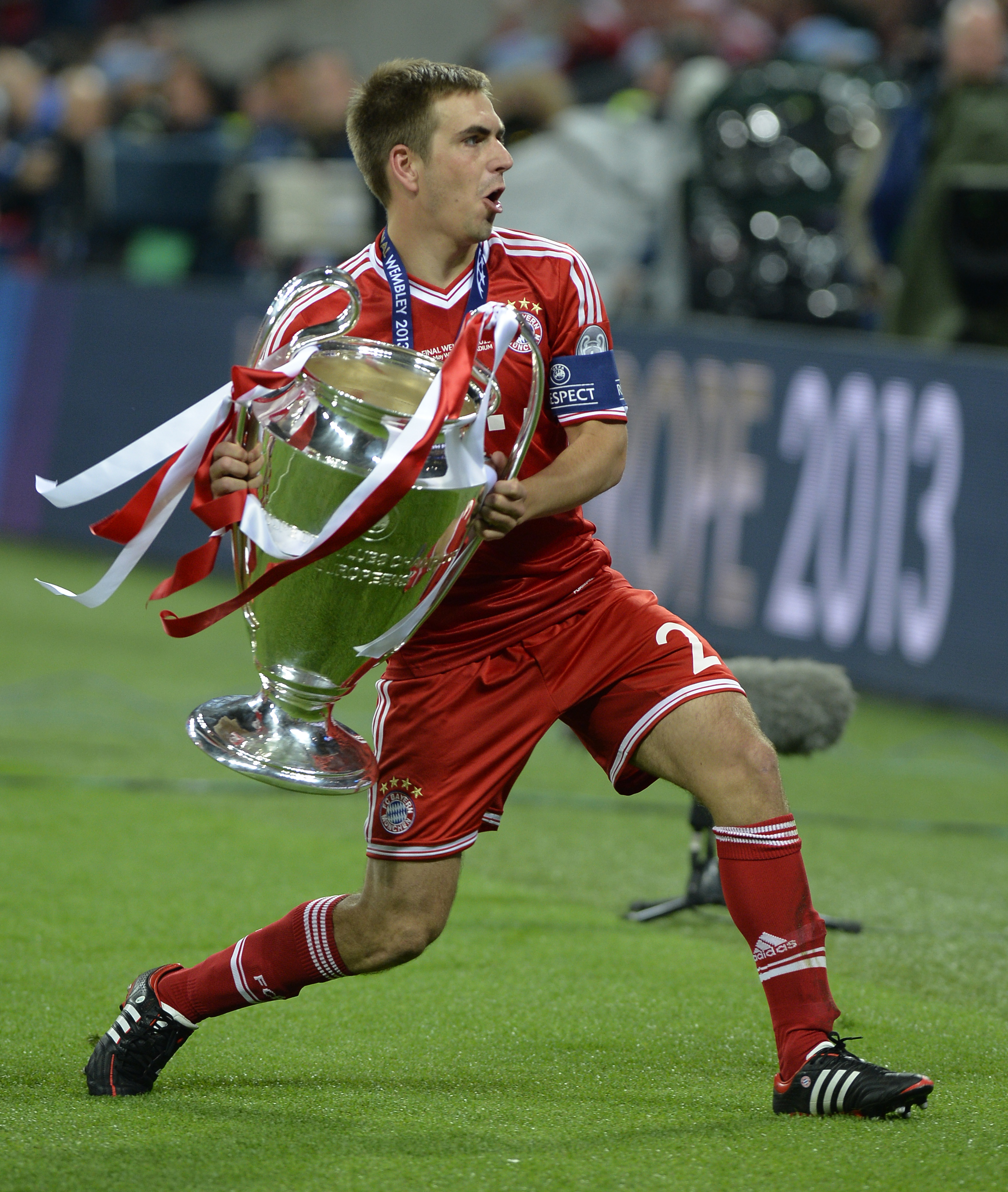 Exclusive Philipp Lahm tells PSG & Man City You can t a