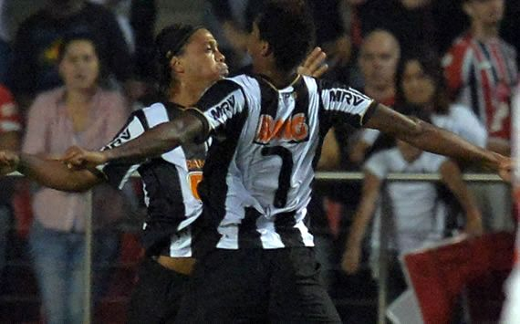 Check out Ronaldinho's no-look assist