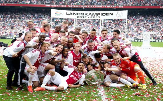 Ajax sichert 32. Meisterschaft
