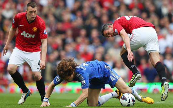 EPL - Manchester United v Chelsea, Robin van Persie, David Luiz & Phil Jones