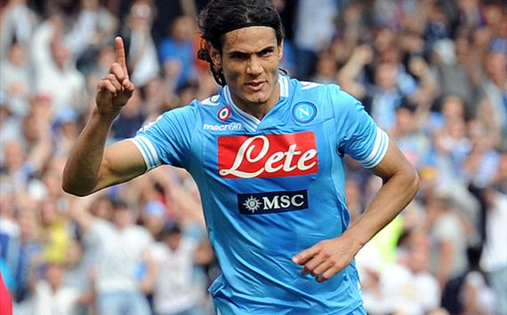 Napoli menolak tawaran Chelsea untuk Cavani