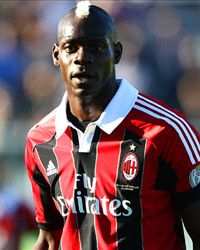 Balotelli will be sent off if he leaves the pitch - referee chief - Goal.com
