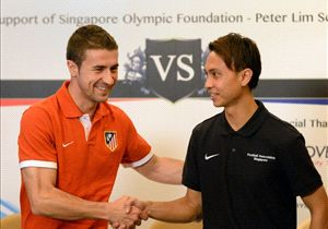 Atletico captain Gabi meets Singapore Selection counterpart Shahril Ishak