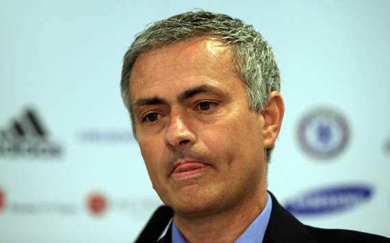 Mourinho warns 'selfish' players