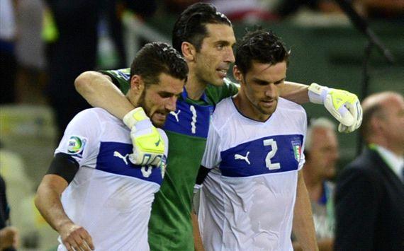 ایتالیا 2(3)-(2)2 اروگوئه؛ برنز برای آتزوری/ شب بوفون