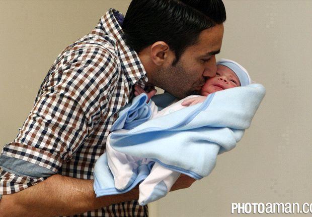 عکس اختصاصی سایت گل : جواد نکونام و نورسیده اش / برای کاپیتان پیام تبریک بفرستید