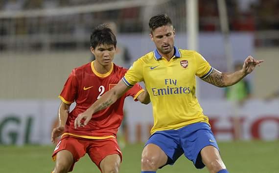 Arsenal's Olivier Giroud and Vietnam's Nguyen Gia Tu
