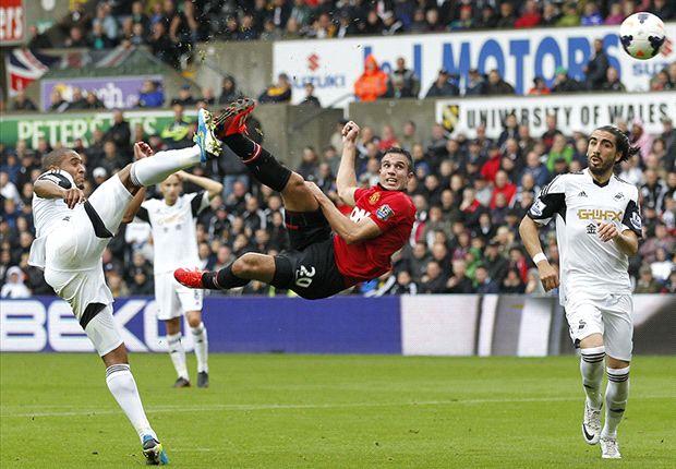 Van Persie mencetak gol cantik.