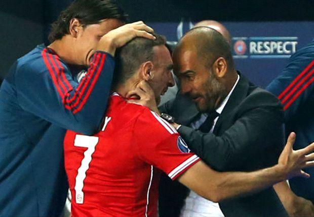 Radosť Pepa Guardiolu po góle Francka Ribéryho.