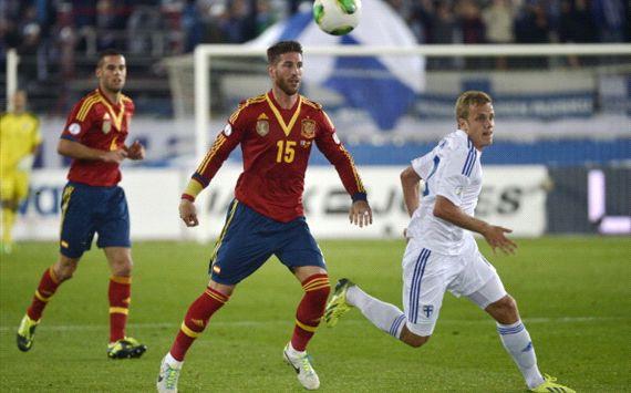 Teemu Pukki, Sergio Ramos - Spain v Finland