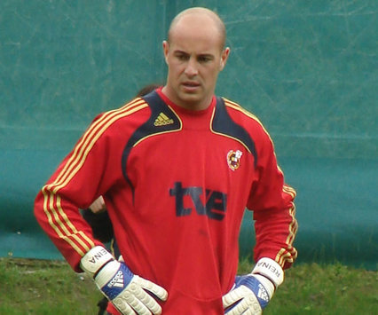 Pepe Reina Slams Barry And Tevez For Not Joining Liverpool
