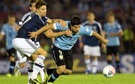 2014 World Cup Qualifier 10152013 Federico Fernández Luis Suárez Uruguay Argentina