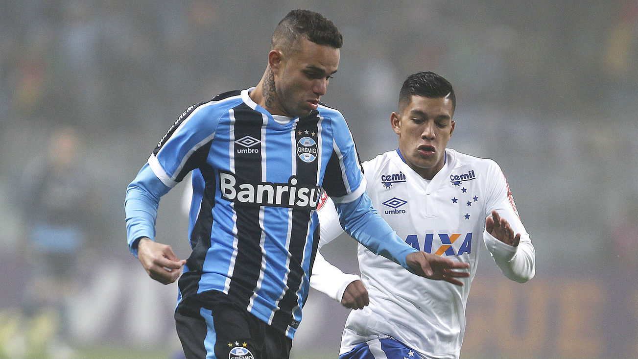 Manchester United among several clubs to rival Liverpool for Brazilian striker 1