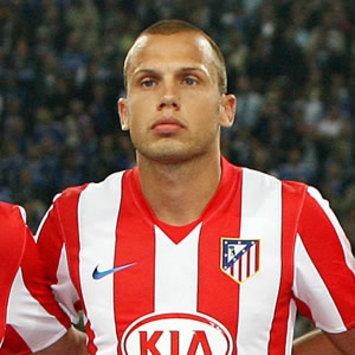 官方消息 埃弗顿签下马德里竞技后卫海廷加