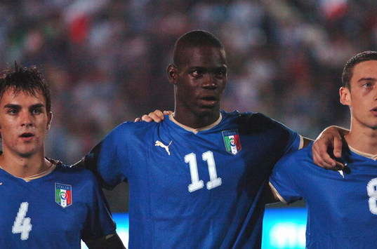 Ten-Man Italy Defeat Sweden After Balotelli Sent Off