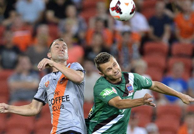 Ivan Franjic of the Roar and Samuel Gallaway of the Jets compete for the ball during the round 11 A-League match between Brisbane Roar and the Newcastle Jets at Suncorp Stadium. Photo by Bradley Kanaris/Getty Images