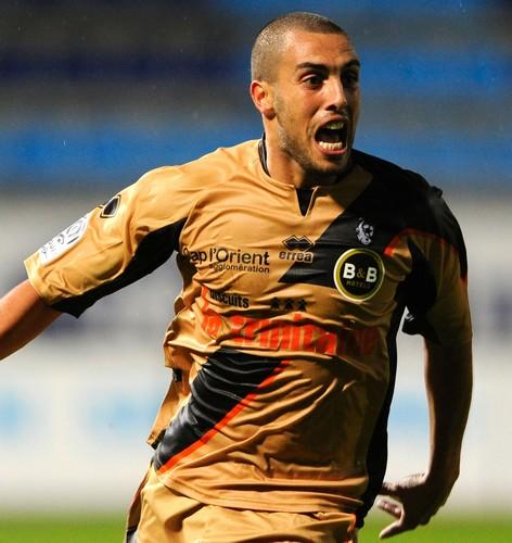 يزيد منصوري ينسحب منتخب الجزائر