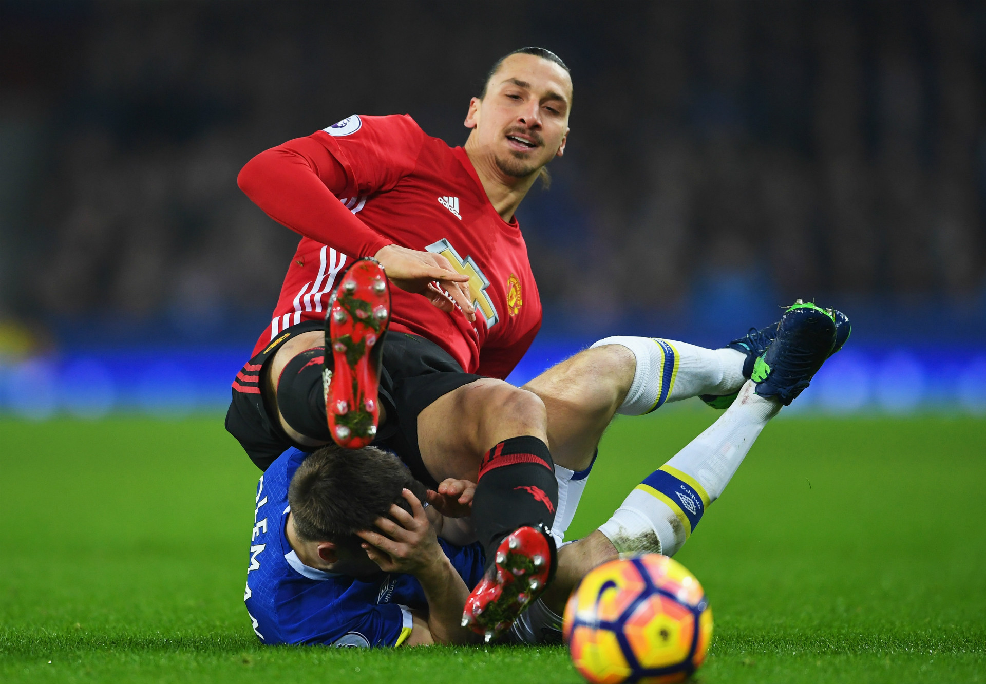 Manchester United boss Jose Mourinho clarifies Marouane Fellaini substitution, reacts to penalty