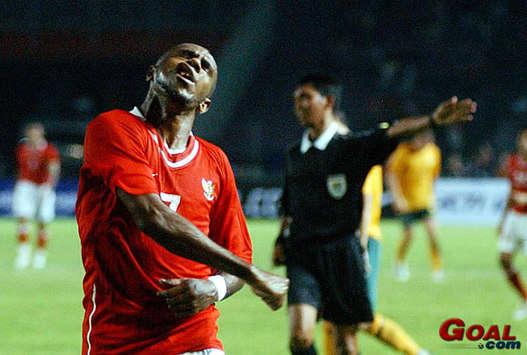 Boaz Salossa - Indonesia vs. Australia (GOAL.com Indonesia / M.Riso)