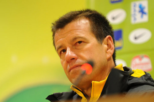 World Cup 2010: Brazil Coach Dunga Escalates Jabulani Ball Row