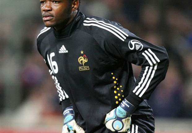 "Ligue 1, OM - Mandanda :""Sur le papier, Paris est favori"""